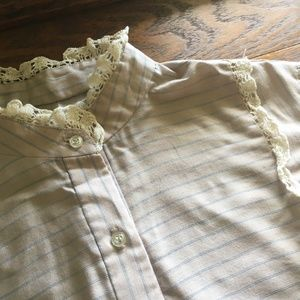 Vtg. 80s Blouse-Balloon Sleeves, High Collar, Lace